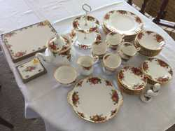 English Dinner Set for 8 plus many extras,all in excellent condition,has had little use,no chips cra...