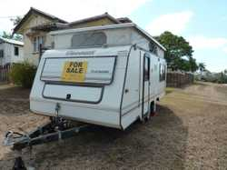 1990 dual axle 17' caravan with two spare tyres.  Three way fridge (electricity, gas, 12V). Four bur...