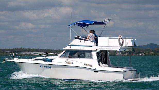 30ft FLYBRIDGE CRUISER   Perfect weekender/ fishing boat Volvo Diesel Shaft drive. Electric a...