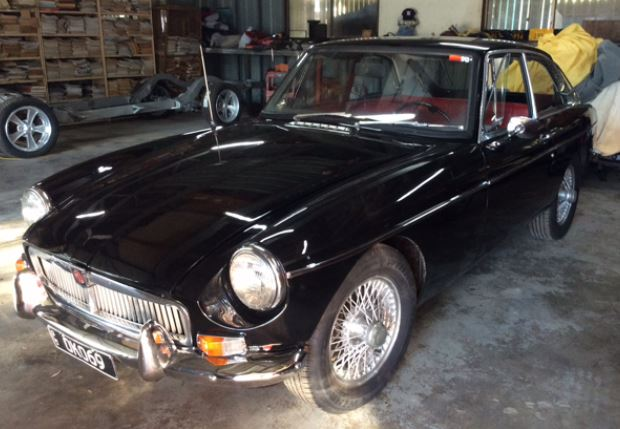 Bare metal paint, new interior- rubbers, re chromed bumper F & R, reco front end, new tyres,...