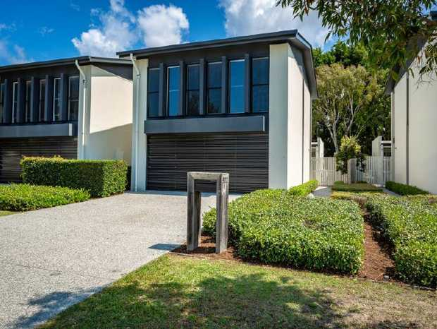 ROBINA   912 MEDINHAH AVE   MORTGAGE EXERCISING POWER OF SALE   GOLF COURSE FRONTAGE...
