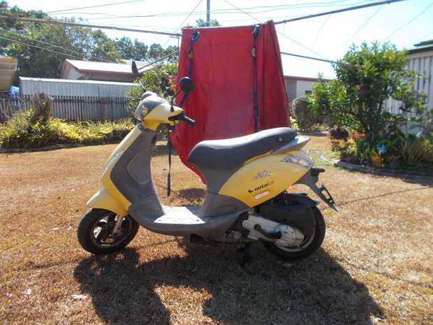 For Sale 50cc Scooter AND custom made cover + 2 tie downs. 