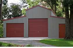 American Barn 1.4acs! Quiet 1.4 acs, rainforest lined creek pkgd with a new American Barn. Ideal...