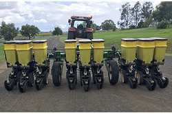NORSEMAN 2009 9 row precision planter,