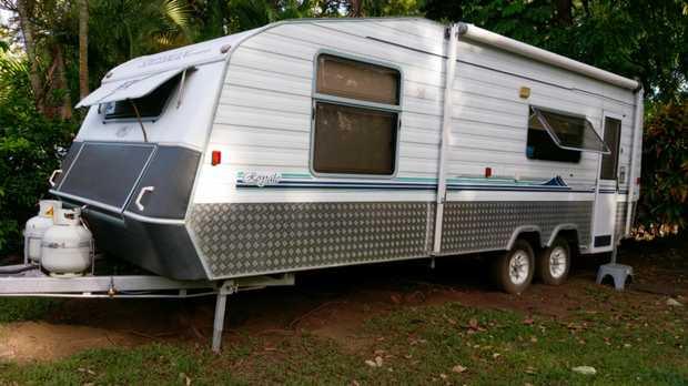 Windsor Statesman Caravan    21ft Fridge, Microwave,   4-burner gas stove, hot water, sep...