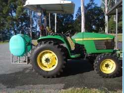 JOHN DEERE 4WD 44HP TRACTOR 390 hrs; 300ltr spray tank and gun;   Hydrastatic gears; RO...