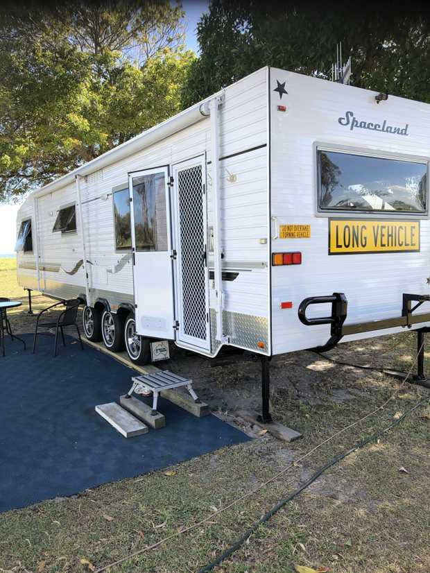 Spaceland 33ft Triaxle 2009 Immaculate condition. Solar panels x 4, lge fridge, aircon, dishwashe...