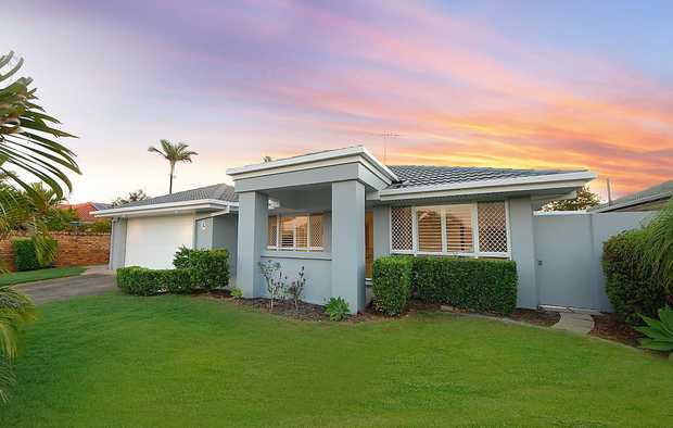 INSTRUCTIONS CLEAR - MUST BE SOLD! 7 TARTAN COURT, MERMAID WATERS If you've been waiti...
