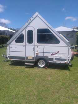 2006 model, easy tow, sleeps 3.  Full annex, air con.