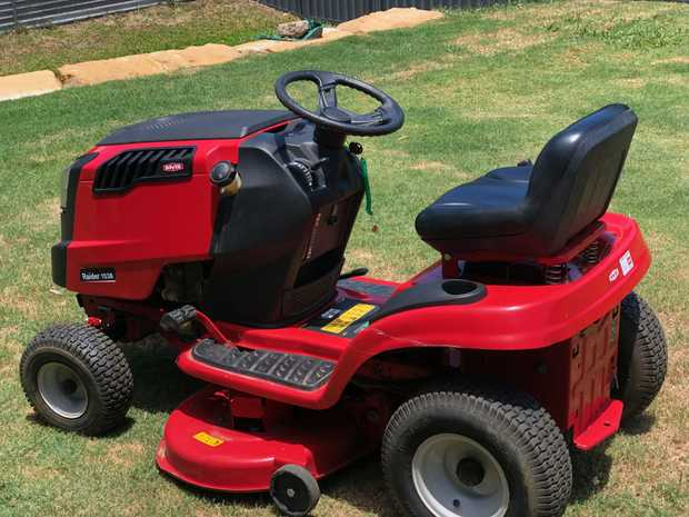 "ROVER RAIDER RIDE-ON 38"" cut Under 150hr work. Perfect Condition. Maunal included. $1,950ono..."