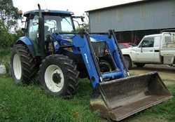 NEW HOLLAND 135hp, Diesel, FWD cab,   tractor, 2605 hrs, 2160mm bucket, 16x16-40K,   Semi...