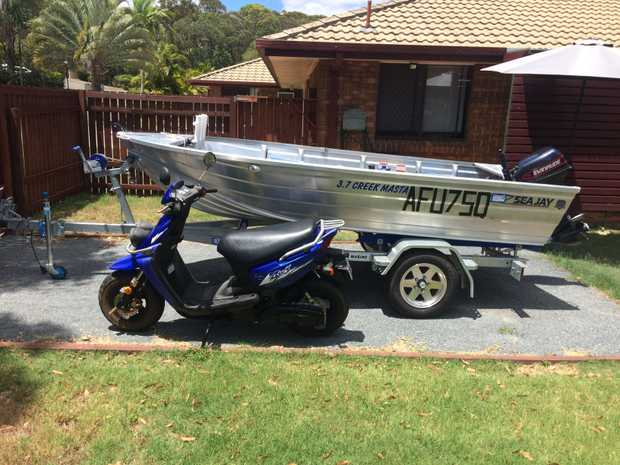 15 HP evinrude, HD gal trailer, 12 volt battery Fish finder, safety gear and much more! Vgc...