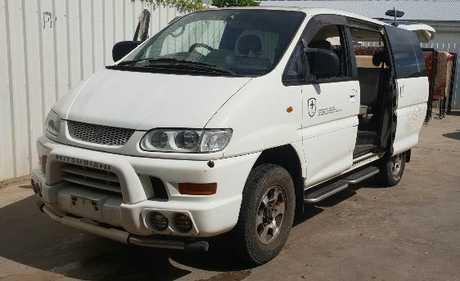 <p> MITSUBISHI DELICA VAN 2000 Chamonis Auto, 4 Wheel drive Hi/low range, power steering...