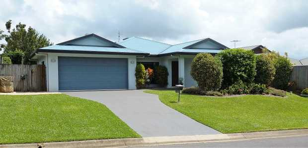 4 Bed 2 Bath 2 Car   ★ Quiet Friendly Neighbourhood. ★ Large family room with a separate lo...