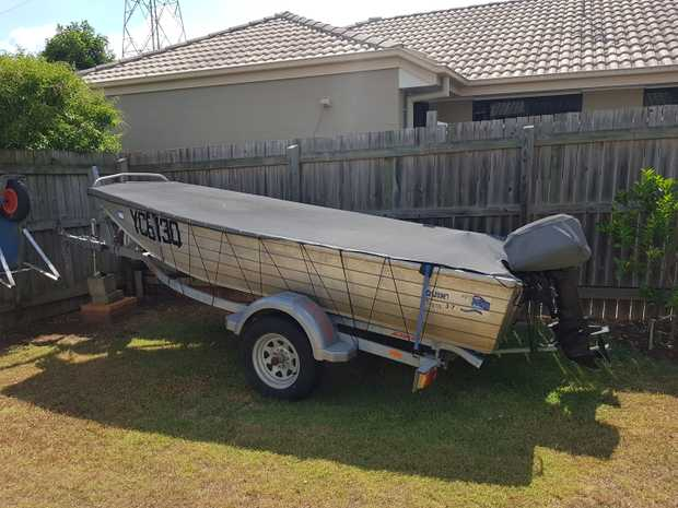 Quintrex,   3.7 M, 15HP motor,   10 months rego, new floor,   3 life jackets, O...