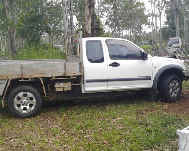 4x4, 5 speed man. 3.5L petrol, Twin Battery. Drop Side Tray. 1 owner. Log books. Rego. 178,000km....