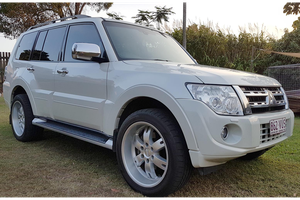 <p>3.2L Diesel Platinum Edition with only 107000kms on the clock, in excellent condition inside and...
