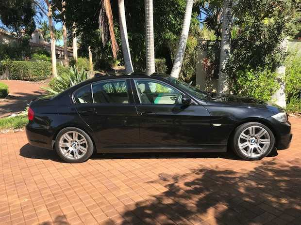 90k kms and in great condition. 2009 Black Sapphire sedan. Oyster Dakota leather interior. Electric...