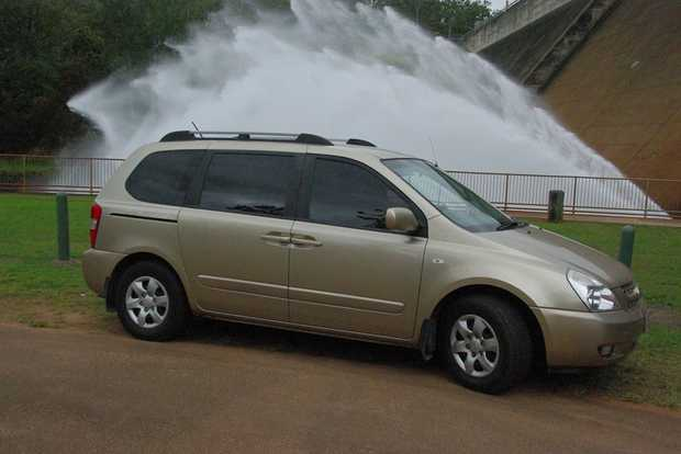 KIA CARNIVAL 2008   Second owner minvan 8 seater Good cond, New Tyers, Suspension, Windscreen.
