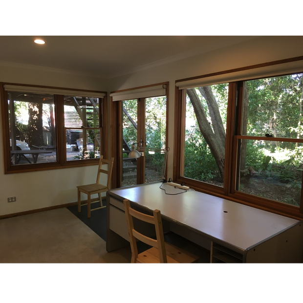 Modern, quiet, self-contained granny flat with outlook onto bush garden. Large kitchen, bathroom.