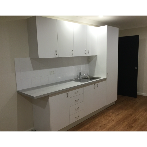 Normanhurst. Self contained one bedroom flat. $350 / week including services, gas and electricity.
