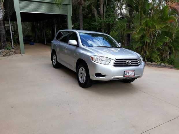 2WD. 6 Cylinder. Petrol. Auto. 7 Seater, silver, 138,779m. One owner, log book,   12 months...