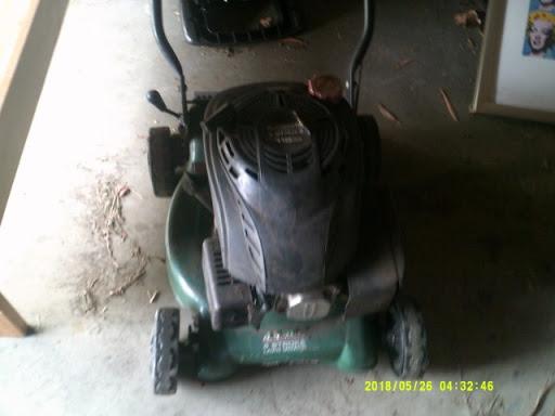 automatic 4 stroke brigg stratton lawn mower runs starts easy