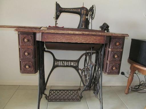 Antique Singer treadle sewing machine 1922, instruction manual 66, serviced, Tingalpa