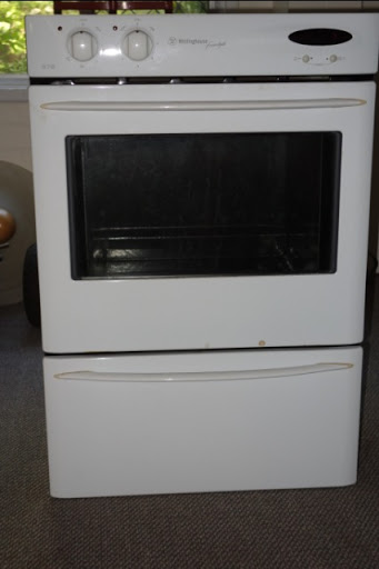 Westinghouse wall oven. Good condition. Very clean.Selling due only to kitchen reno.
