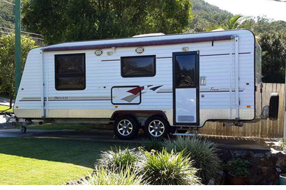 RETREAT 2010 Model, 19'5, A/C, isl Q/Bed, full ens, w/mach, 180L 3-way fridge/freezer, low...