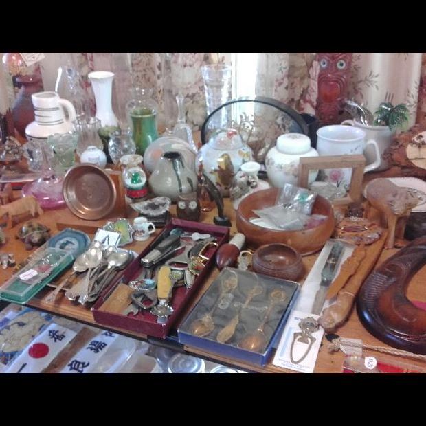 Deceased EstateKitchenware, glassware, prints, books, prints, collectables, souvenirs, bric a brac...