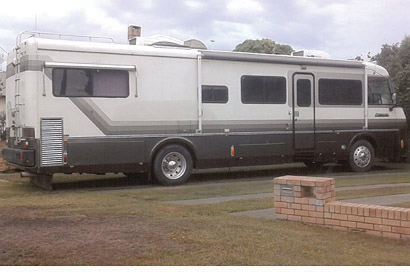 AMERICAN RV '90' Top of the range Motor Home 36 ft, CAT TURBO DIESEL AUTO, full bedrm...