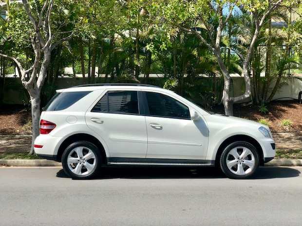 Mercedes-Benz ML350 2008 - SUV - Auto   158,000kms, sun roof, break/park assist, power windows...