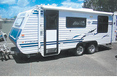 MAJESTIC KNIGHT pop top 2008 tandem, custom built, TV, windup antena, Queen bed, 3wfridge, a/c, lot...