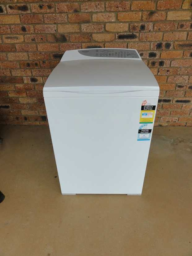 8KG Top load washing machine. Excellent cond.