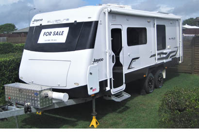 Outback 2014 length 23.7, low km, dbl slide (b/room & lounge), front kitch., 2 water tanks...
