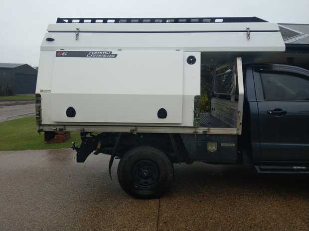 S 6 model fully self contain with solar panels kitchen fridge up right 65 litres bushmans shevels draws...