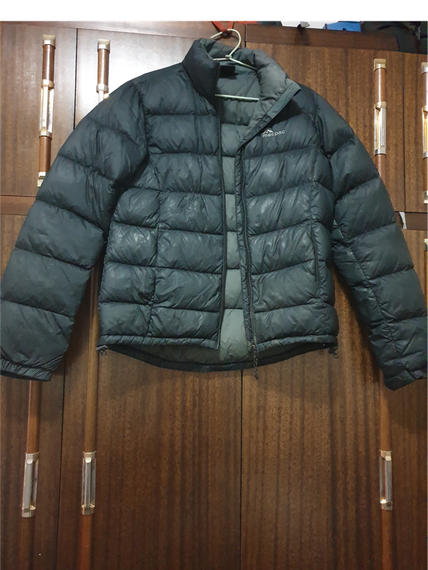 Black mac pac puffer jacketNo hood.Good used conditionPrice non negotiableSize...