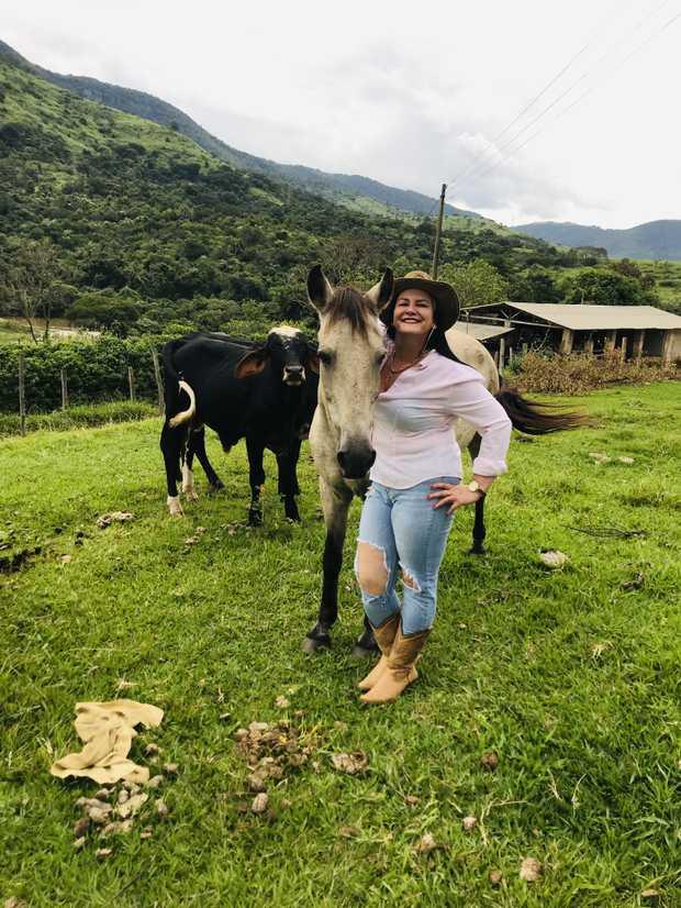 BRAZILIAN FARM GAL    33YO    BACK IN OXLEY!     Easy Going & Relaxed  Sz12...