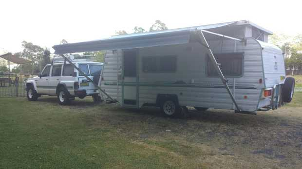 "2000 single axle, Ind/Susp, 17' 6""  near new fridge, awning, tyres, Annexe, Air Cond 12mths rego. Tidy..."