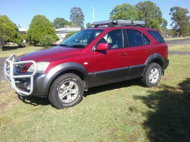 2004 Kia Sorento,  low km for age. Hi low range 4x4 always garaged, service history,  2nd owner,  very...
