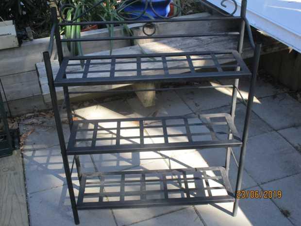 80 cm wide     25 cm deep   1m high..  gaps between shelves app 35cm