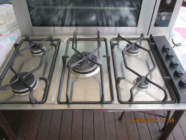 both very clean gc gas hob 5 burner ( incl wok) LPG gas, electric oven was top of range too  has many...