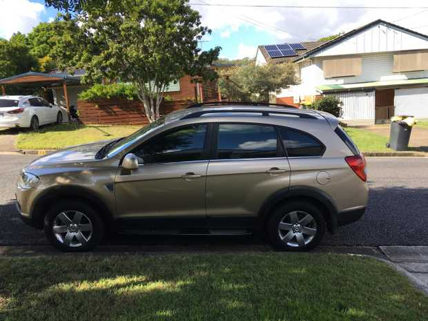 HOLDEN CAPTIVA 2007   2 L Turbo Diesel, auto, 7 seater, 225,000 km. Gold duco. Very good...