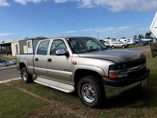 2008 Crossroads Cruiser 5th Wheeler Includes 2001 Chevy Silverado 2500HD tow Vehicle