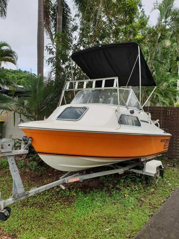 4.3m HAINES HUNTER   Half Cabin 50hp Mercury Steering Needs Some Work   $3,500 Includes Tilt...