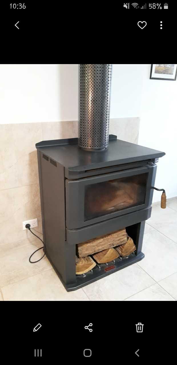 Jindara Homestead with long flue, internal booster fan, & fittings, as new. Black, free-standing. Burns...