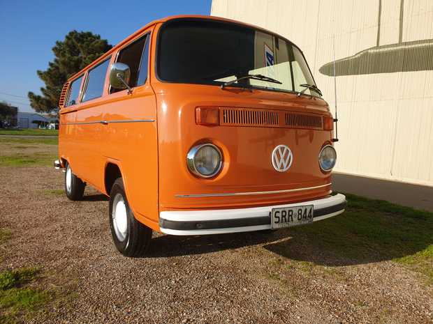 KOMBI MICROBUS 1976   