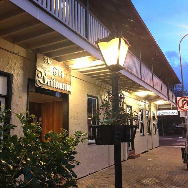Beautiful Huge Old BnB/Hotel   One hour to Brisbane, stylish accommodation & restaurant, ideal...