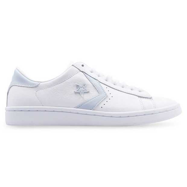 The women's Converse Pro Leather LP collection revives the Chevron emblazoned rosewood classic. A White...